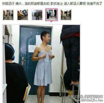 少年穿着吊带连衣裙好羞涩,都不敢看镜头了。。